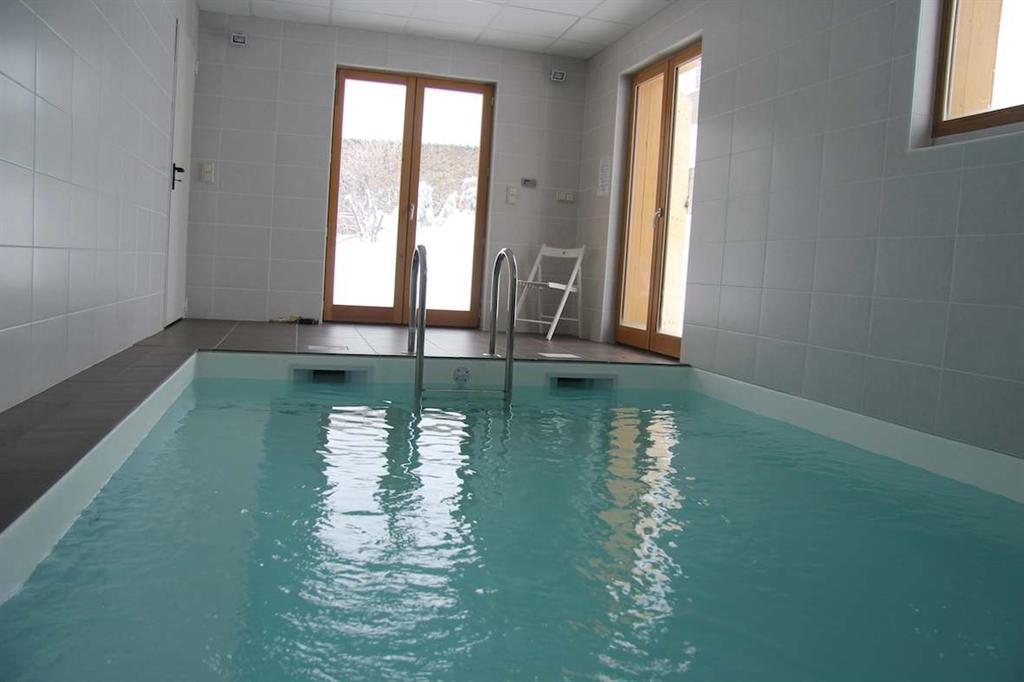 salle de bain rectangulaire 10m2 id e inspirante pour la conception de la maison. Black Bedroom Furniture Sets. Home Design Ideas